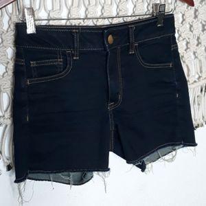 ♡AEO raw hem hi rise stretch shortie jean shorts